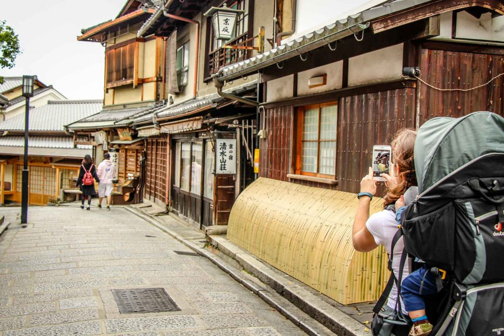 The Higashiyama District in Kyoto, Japan is a popular tourist destination for souvenier shopping