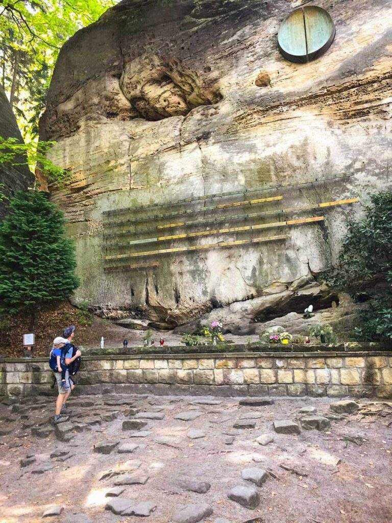 Symbolic Climber Cemetery - hiking bohemian paradise - hruba skala to Valdstejn Castle