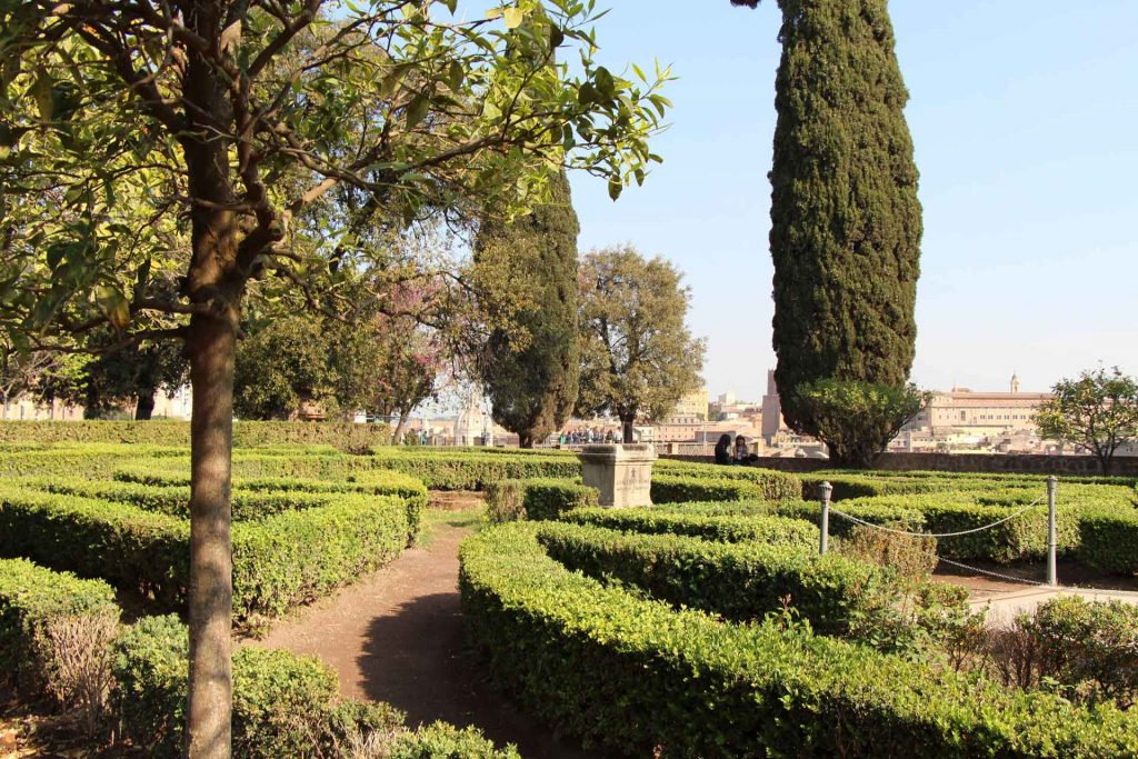 The garden maze at Palatine Hill is a fun thing to do with kids in Rome