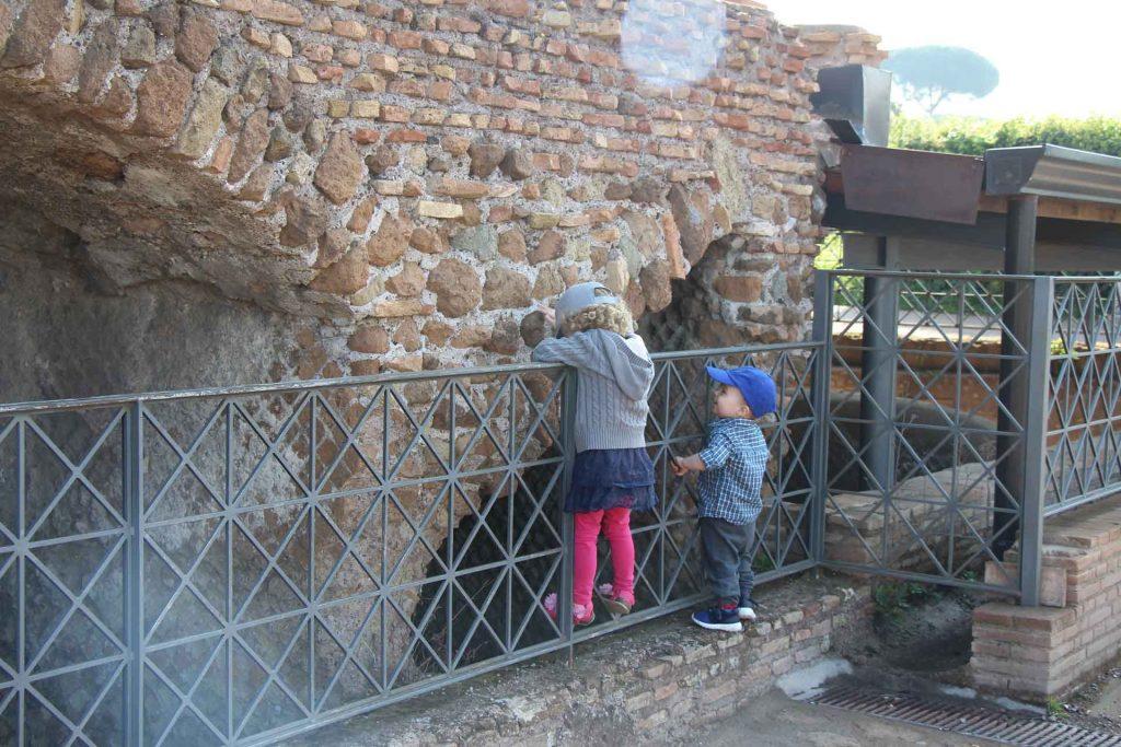 Palantine Hill is a Rome park near the Roman Forum