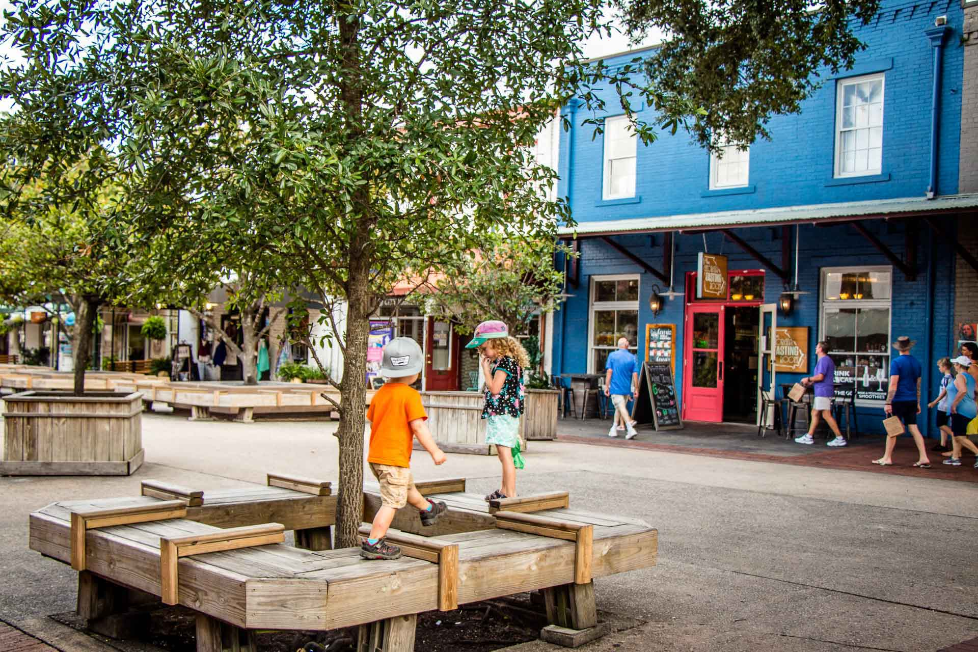 Family Can Travel - 2 Days in Savannah with Kids - Running in the Pedestrian Only City Market