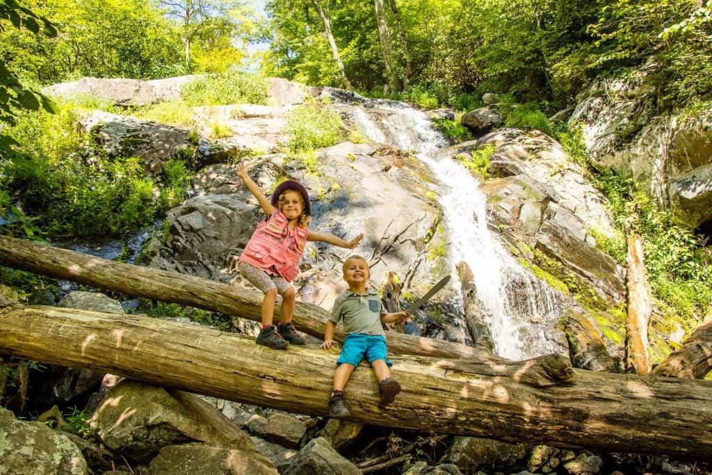 Family road trip Blue Ridge Parkway - Fallingwater Cascades hike