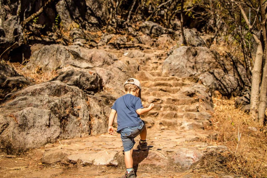 Hiking Mirador La Peña with toddler in Valle de Bravo Mexico