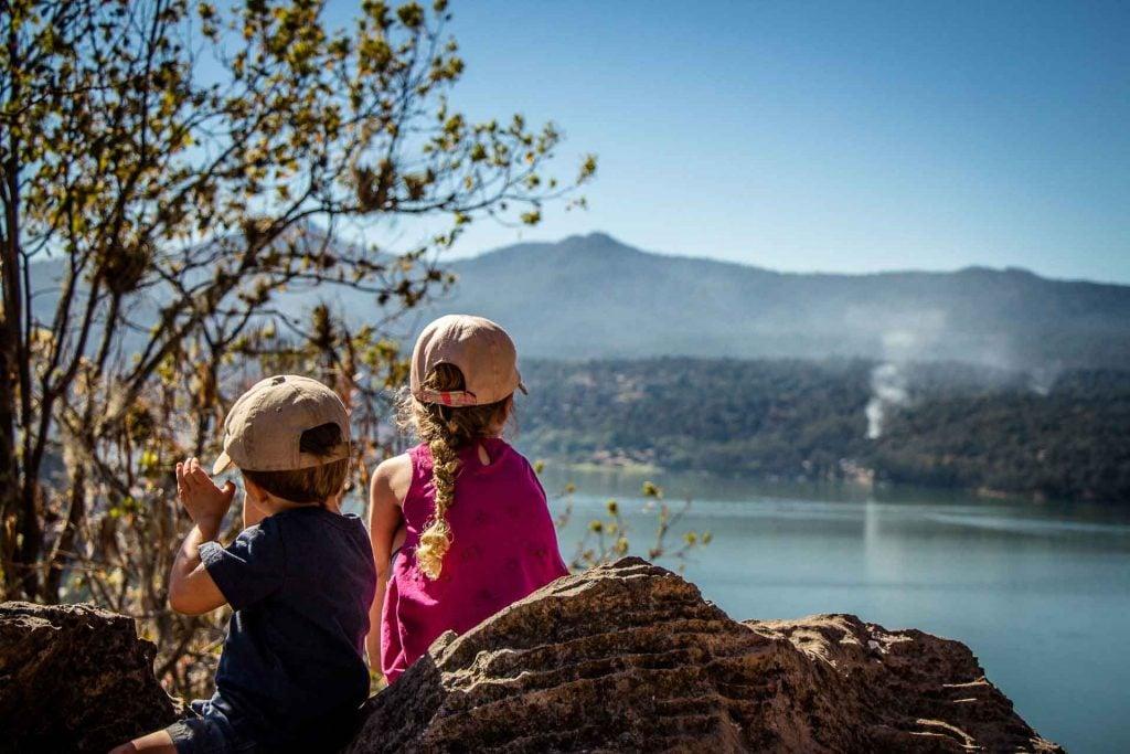 Hiking Mirador La Peñawith children in Valle de Bravo Mexico