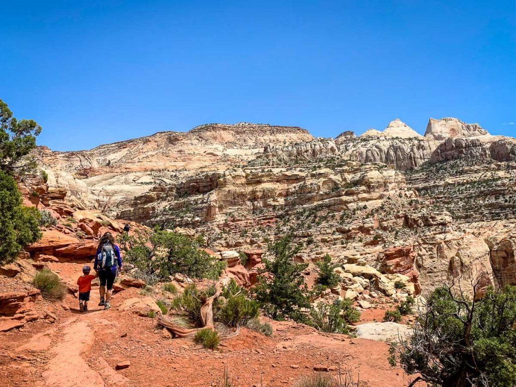 hiking frying pan trail to cassidy arch in capitol reef np