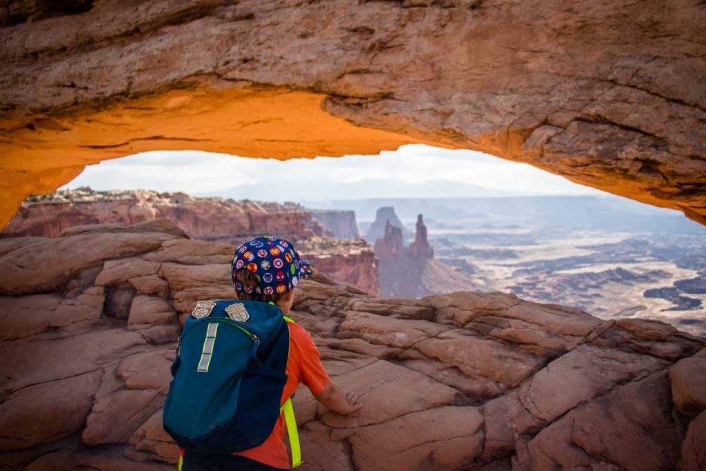 mesa arch canyonlands hike