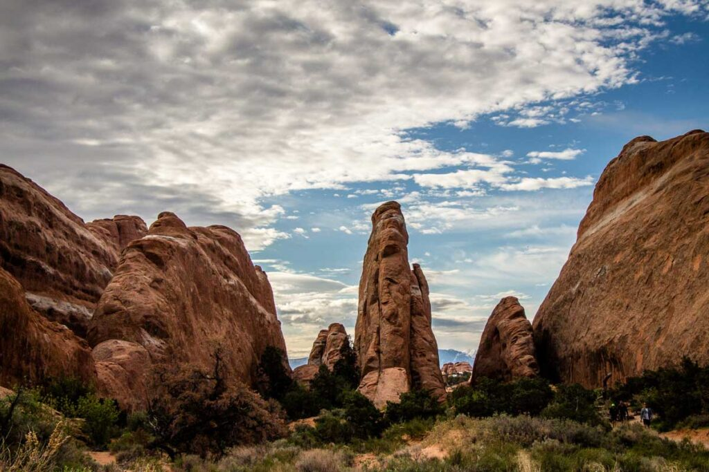 hiking devils garden loop in arches national park