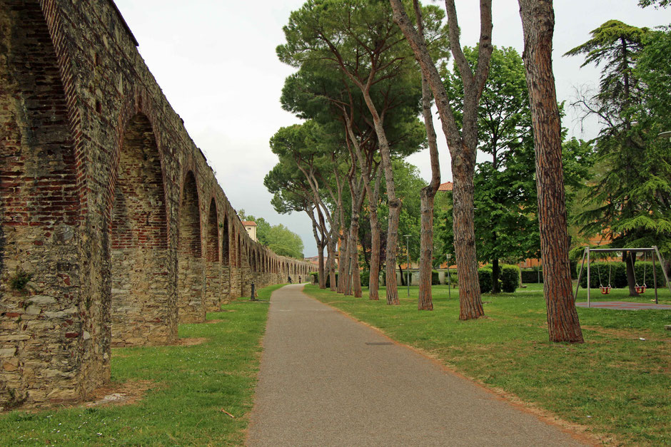 A Pisa playground next to an aqueduct - only in Italy