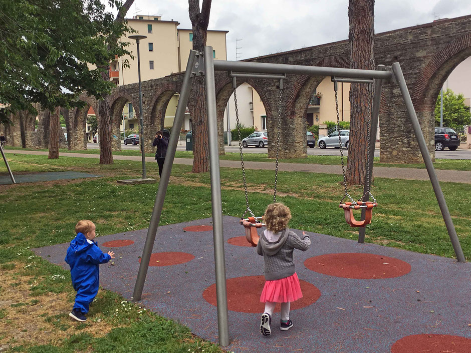 what to do in pisa with kids? Try this Pisa playground next to an aqueduct in Parco Don Bosco