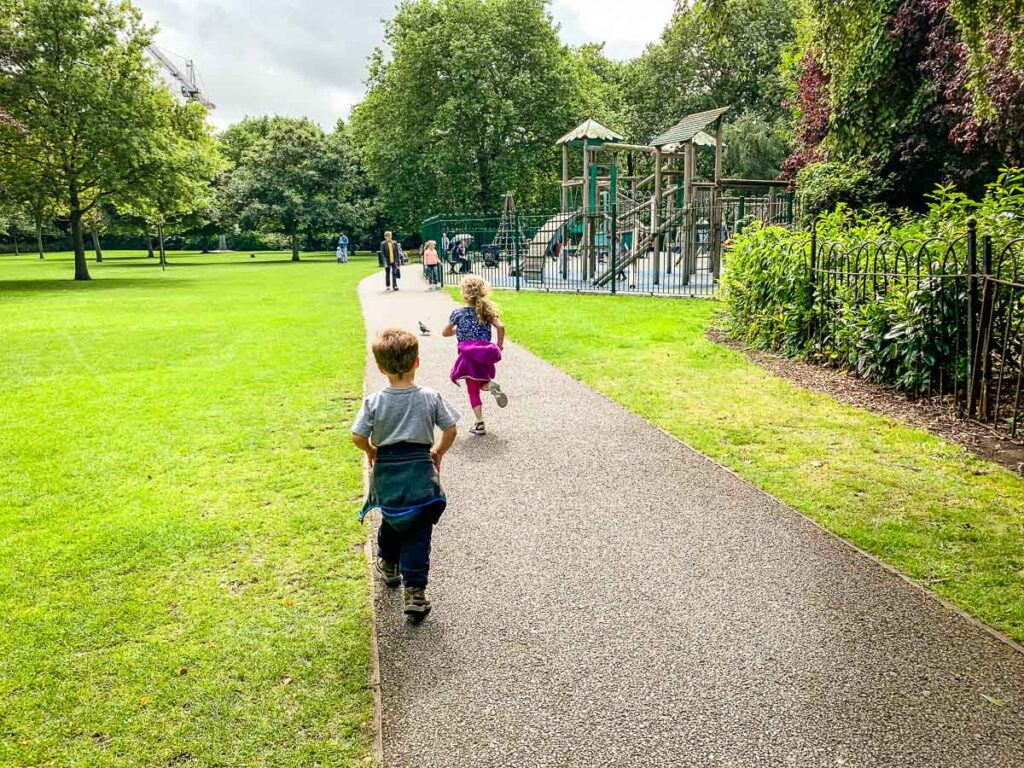 image of two kids running in St. Stephen's Green in Dublin Ireland