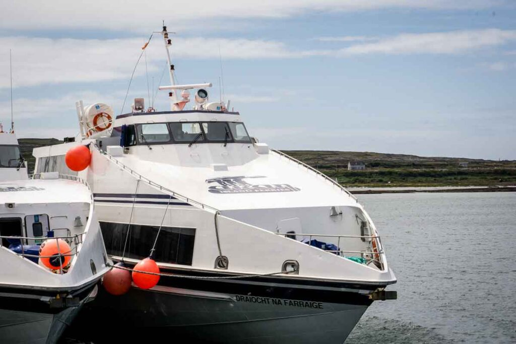 image of ferry to Aran Island Inis Mor
