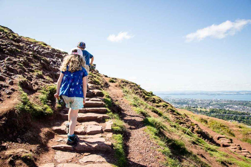 image of kids hiking up to Arthur's Seat in Edinburgh
