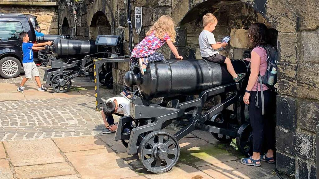 image of kids sitting on cannon at Edinburgh Castle