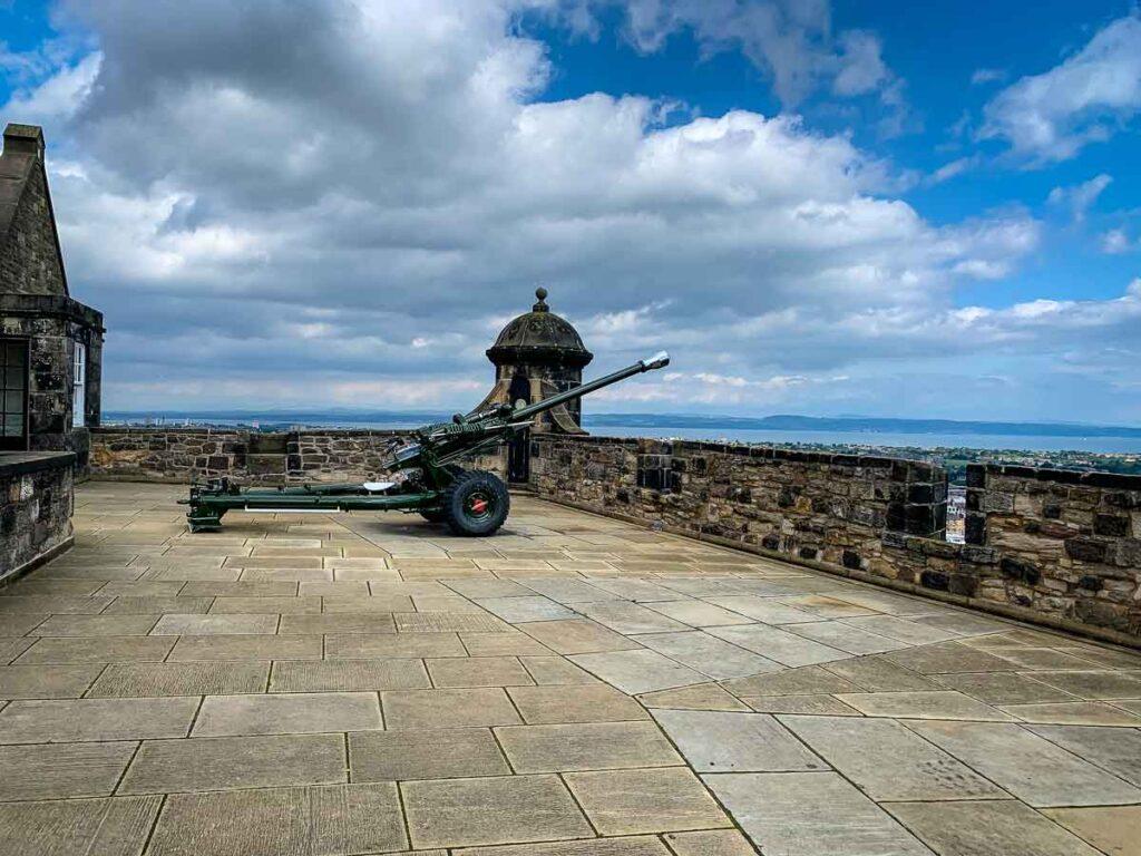 image of cannon at Edinburgh Castle in Edinburgh