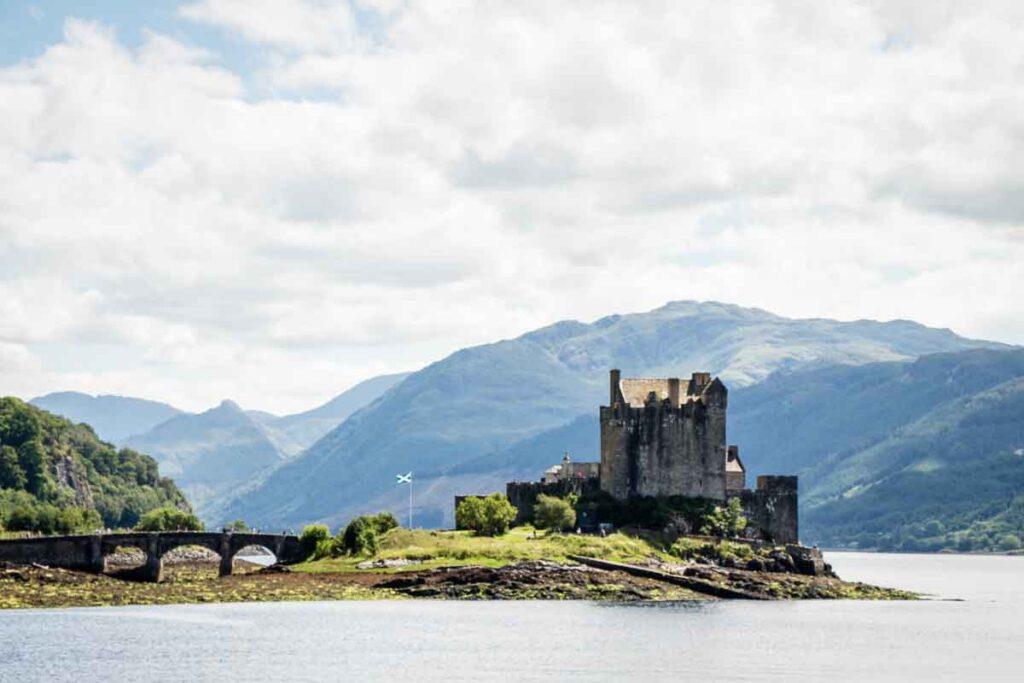 image of Eilan Donan Castle in Scotland