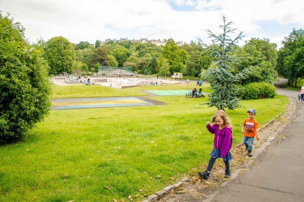 image of kids walking in Kelvingrove Park Glasgow, Scotland