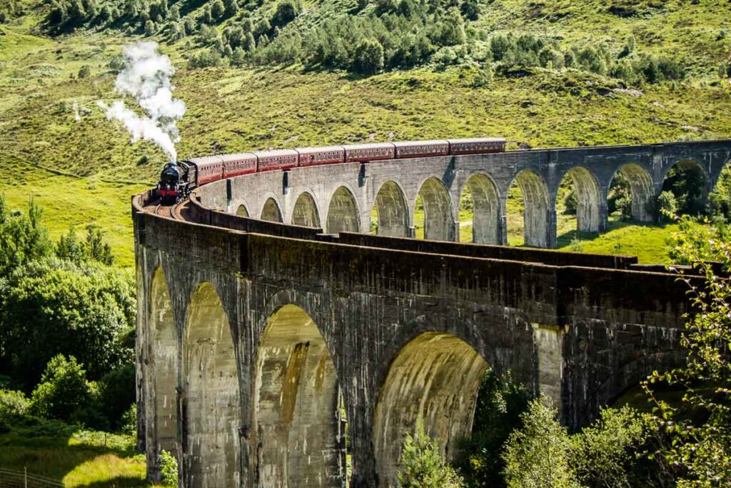 image of Hogwarts Express Cross the Glenfinnan Viaduct