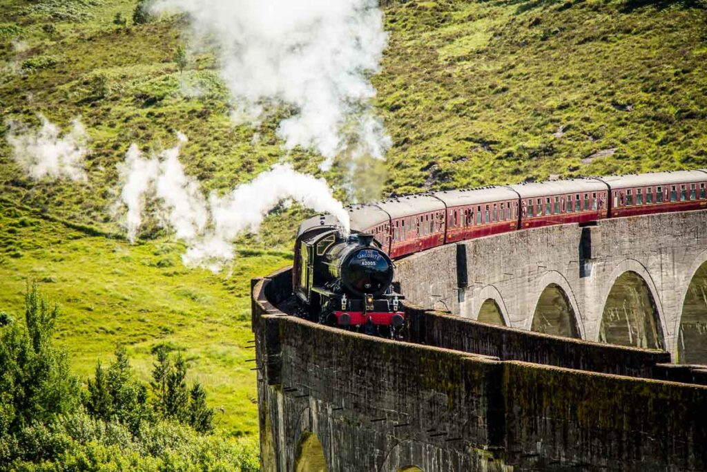 image of Hogwarts Express Cross the Glenfinnan Viaduct