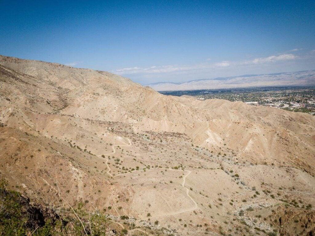 image of cross loop hiking trail in palm springs ca