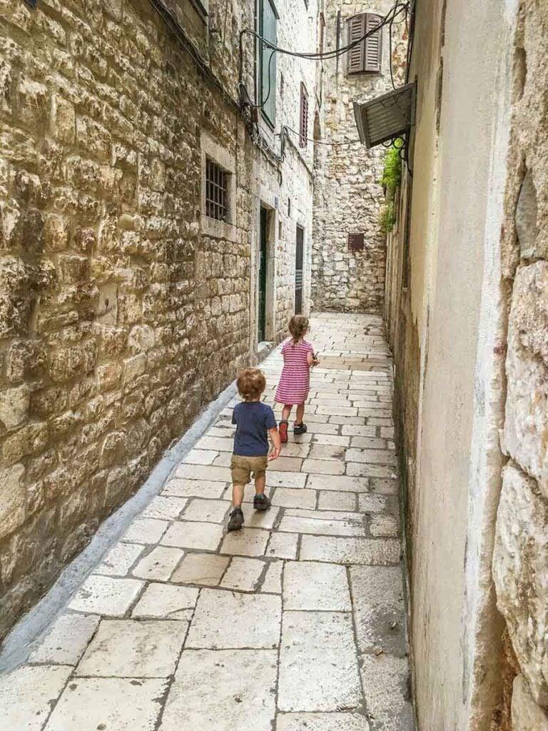 walking in split with children