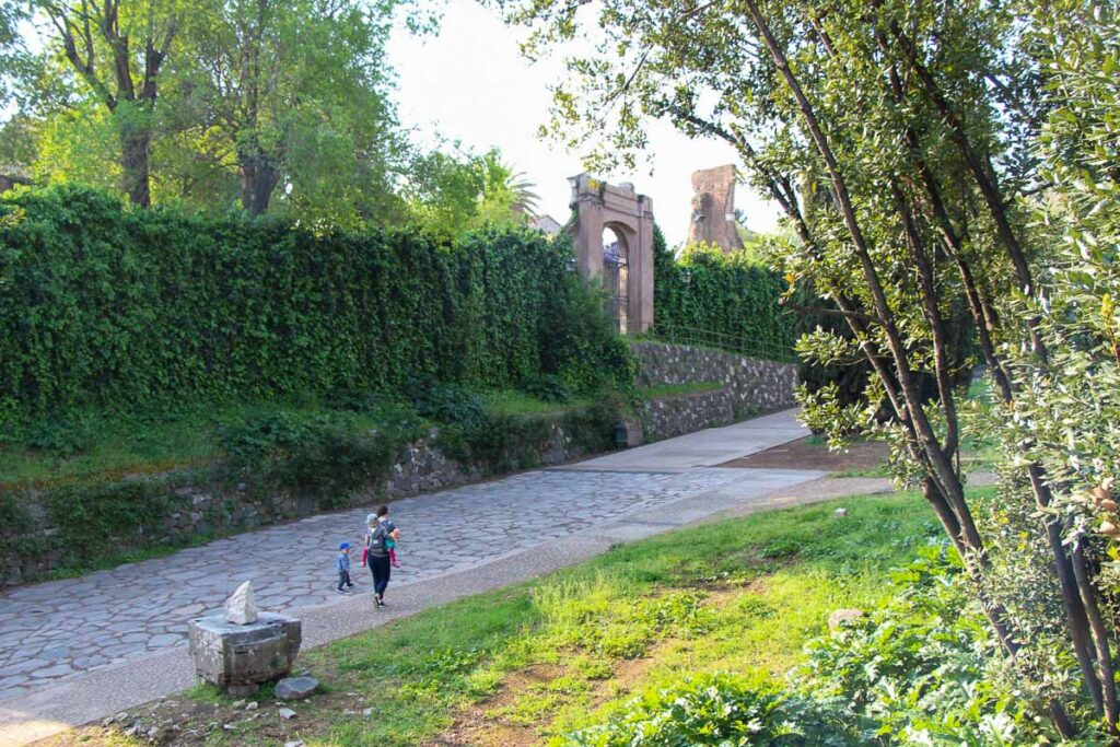 Palantine Hill, next to the Roman Forum, is a good place for an easy walk in Rome with toddlers