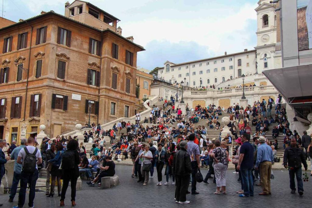 Our first visit to the Rome Spanish steps with kids was in the afternoon - it was very busy
