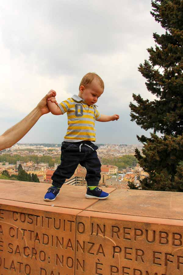 Traveling with toddlers requires fun activities for them, such as the easy Janiculum walk
