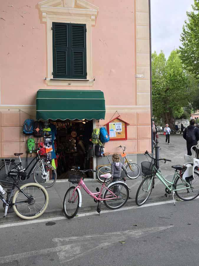 Sensafreni Bike Shop in Levanto, Italy has bike rentals with child seats