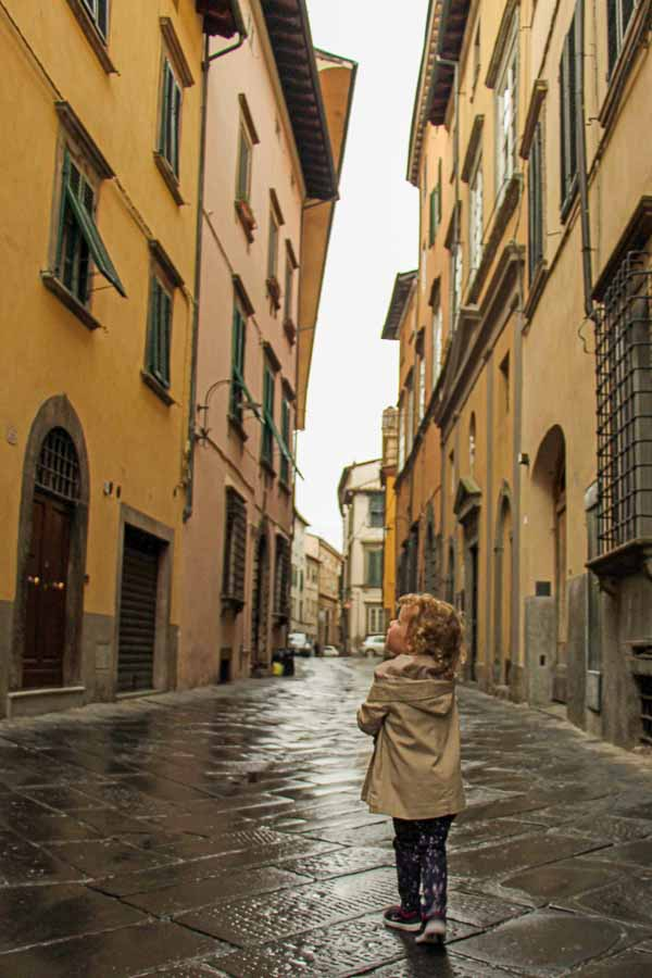 best italy itinerary for families - so many discoveries in Lucca, Italy for kids