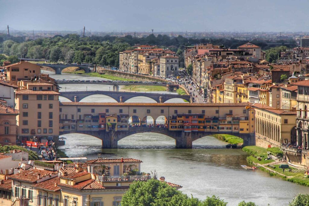 When visiting Ponte Vecchio in florence with toddler, try to arrive early