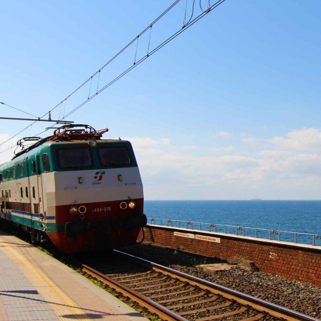 The train stations in Cinque Terre are so scenic