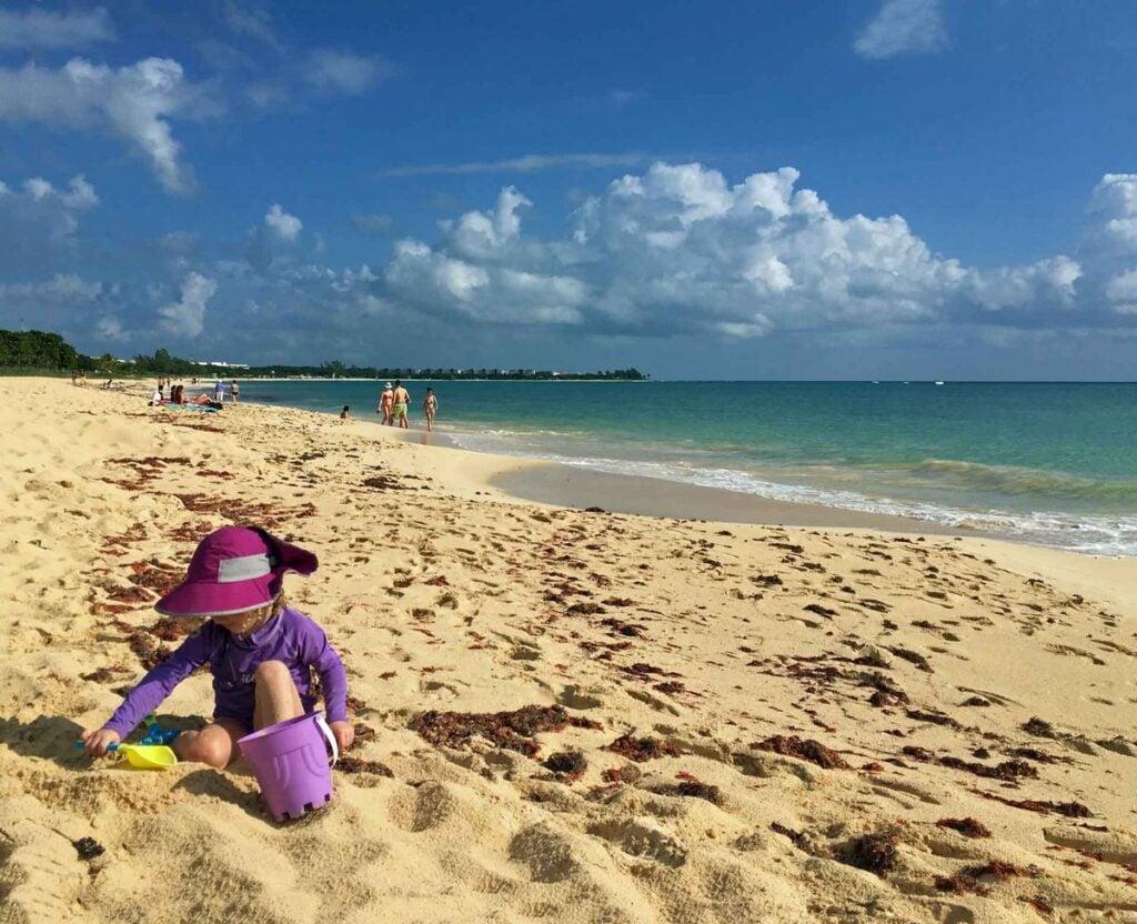 Kid-friendly Playa Coco beach in Playa del Carmen