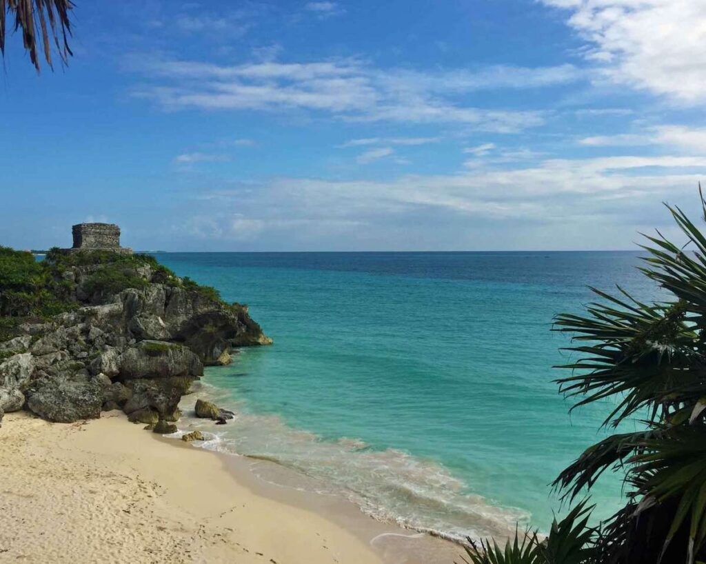 With its amazing seaside location, Tulum is one of the best ruins in mexico