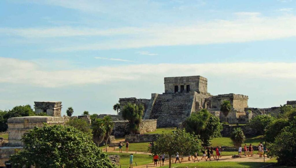 The Tulum mayan ruins are an easy day trip from Cancun or Playa del Carmen