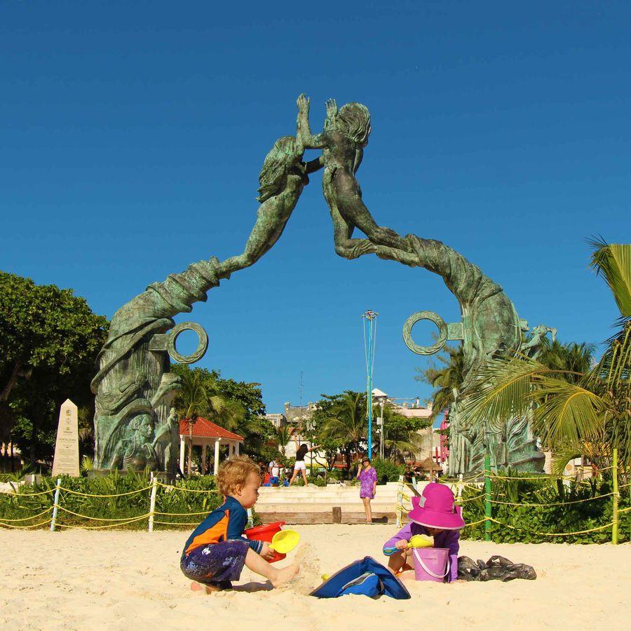 Kid-friendly beaches in Playa del Carmen - Fundadores Park