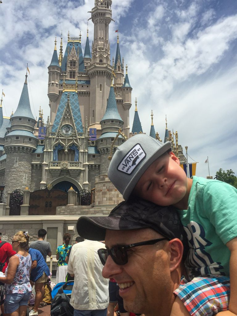 what to bring to disney - baseball hats for sun protection