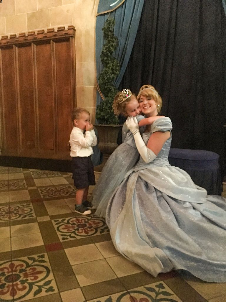what to bring to disney world - autograph books for when your kids meet Disney characters