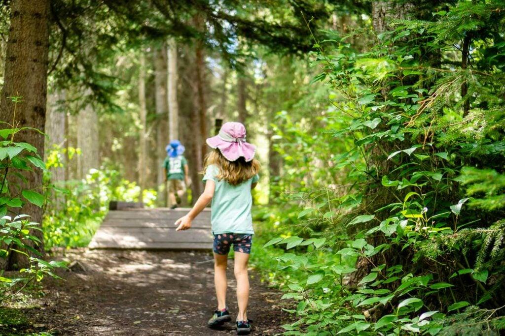Fenland Loop - easy hike in Banff with kids