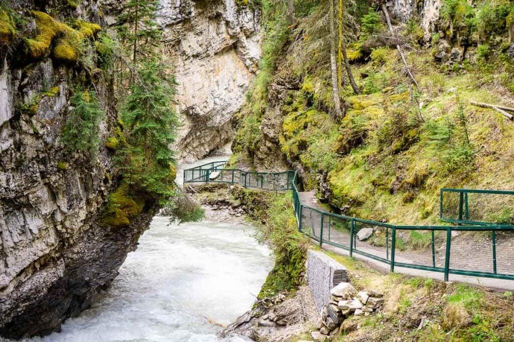 Hiking Johnston Canyon in Banff National Park