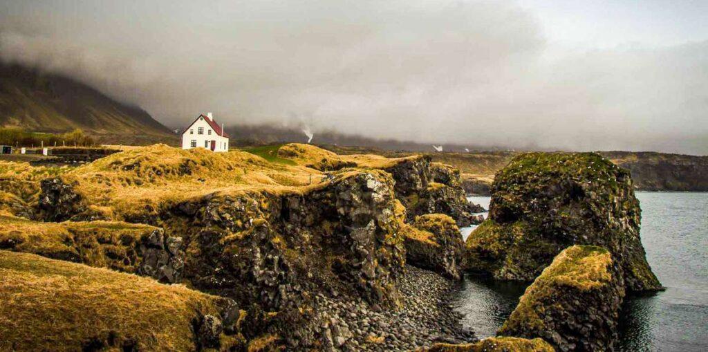 hiking in Iceland - arnarstapi hellnar hike