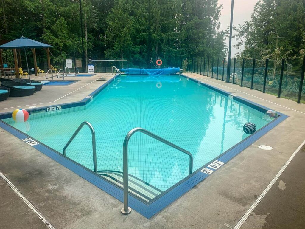 the large outdoor swimming pool is one reason why the Sutton Place Hotel is a great family hotel in Revelstoke
